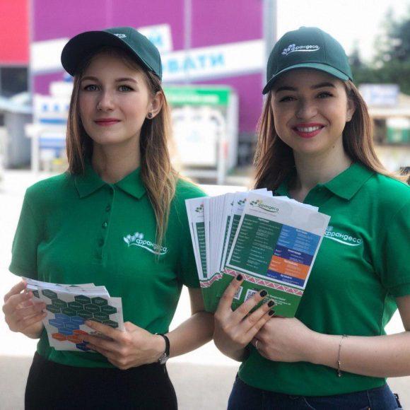 Роздача листівок в Києві